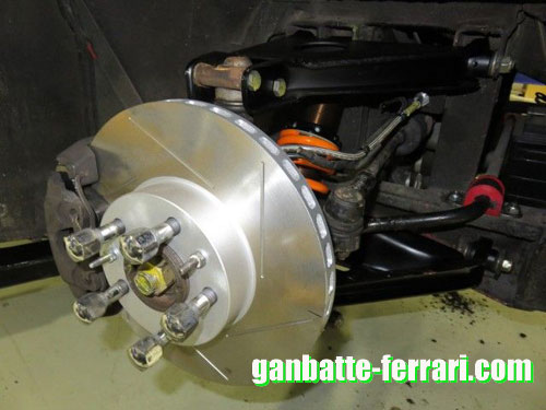 328ブレーキ装着1_ganbatte-ferrari